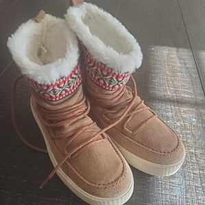 Brand New Toms furry shoes (NWOT)